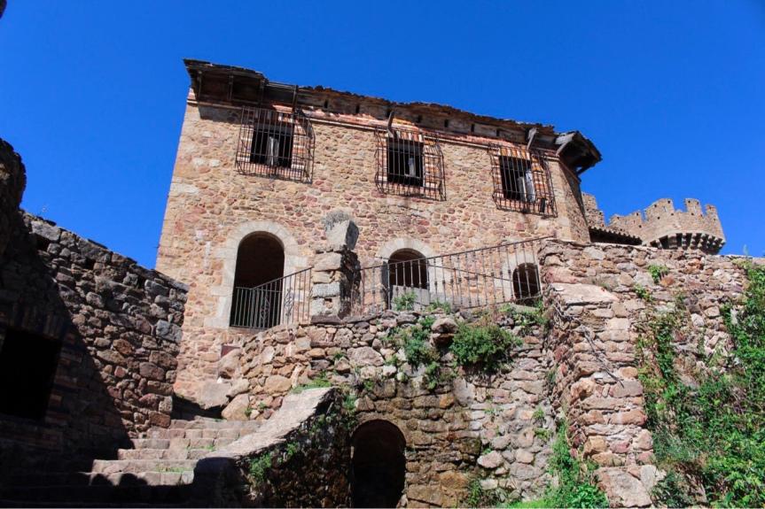Espagne : Château deRequesens