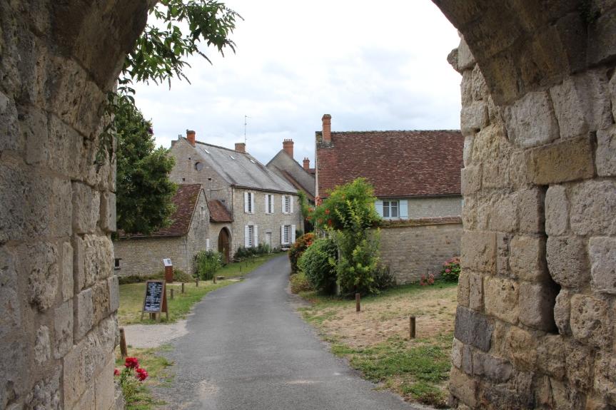 Les Plus Beaux Villages de France :Yèvre-le-Châtel